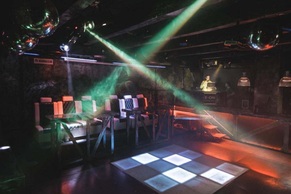 Ночной клуб в москве для всех возрастов оренбург фото в ночных клубах
